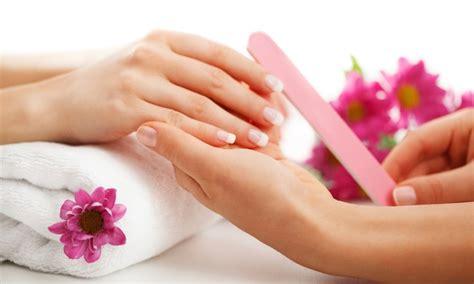 Nägel Lackieren Im Nagelstudio by Hand Wellnesspflege Mit Massage Nagelstudio Odernheimer