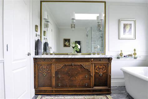 ways  bring vintage appeal   basic bathroom