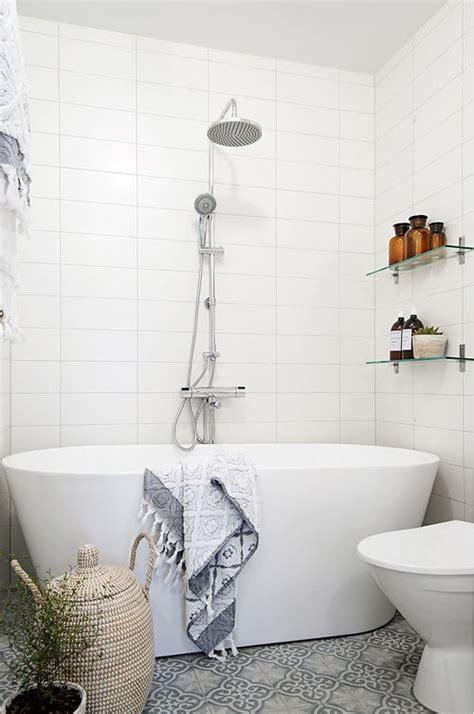 very small bathtub 33 freestanding bathtubs for a dreamy bathroom digsdigs
