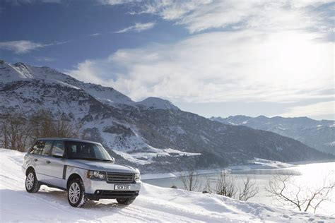 land rover snow 2010 range rover off roading in the snow eurocar news