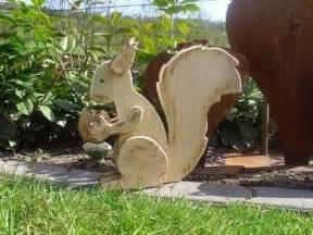holzfiguren garten holzwurm kreatives f 252 r haus und garten holz tiere