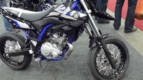 Stripingstiker Yamaha New Vixion Fox yamaha supermoto dan trail bermesin 150cc vixion ayo