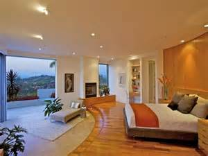 House modern bedroom develop into one of attractive luxury house