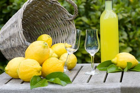 fare il limoncello in casa come si fa il limoncello in casa ricetta