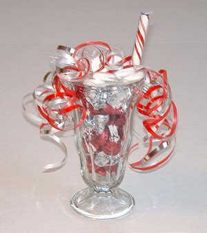 how to do a christmas candy sunday centerpiece crafts with sundae how to from ediblecraftsonline