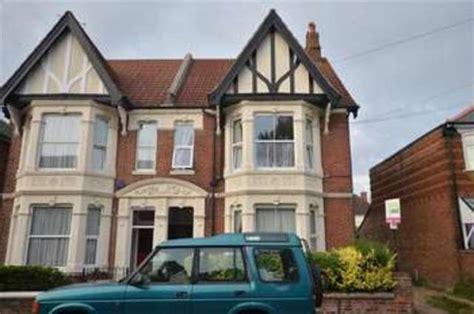 2 bedroom flats for sale in portsmouth 2 bedroom flat for sale in north end avenue portsmouth po2