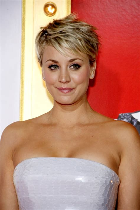 how to get kaley cuocos hairstyle kaley cuoco debuts pink eyebrows to match her hair
