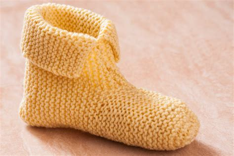 knit for beginners how to knit slippers for beginners with pictures ehow