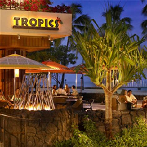 five iconic bars in waikiki : travelage west