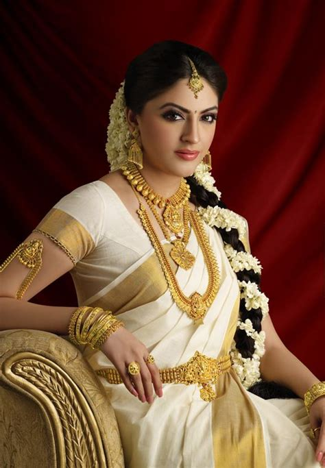 40 beautiful women wearing heavy gold jewelry stylishwife 119 best images about brides of india on pinterest