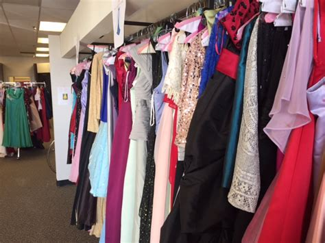 Prom Dress Giveaway 2017 - iheart prom dress giveaway draws a big crowd alabama news