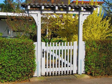 cancello in legno per giardino cancelli in legno fai da te arredo giardino realizzare
