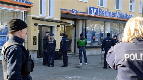 berliner bank frohnau mit der putzfrau kamen die r 228 uber in die bank b z berlin