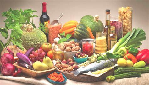 regime alimentare equilibrato la dieta mediterranea consente di risparmiare acqua uci