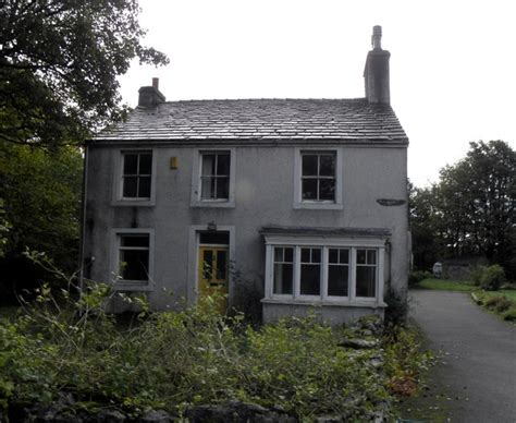empty house empty house 169 michael steele cc by sa 2 0 geograph britain and ireland