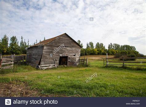 scheune bauernhof alten verfallenen bauernhof scheune ein kuhstall hat eine