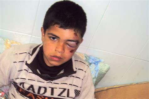 imagenes fuertes de niños maltratados video ni 241 os palestinos maltratados por colonos israel 237 es