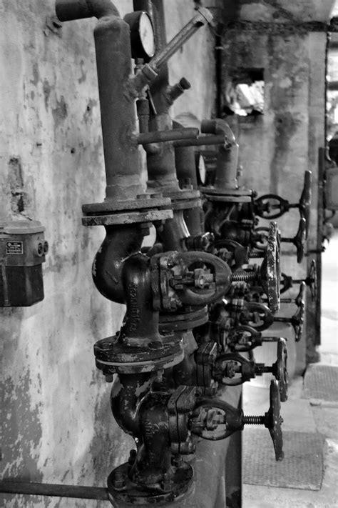 Schnauzen Bautzers Welt: Alte Industrieanlage - schwarz