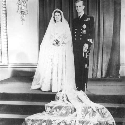 hochzeitskleid queen elizabeth this is what queen elizabeth and prince philip s wedding