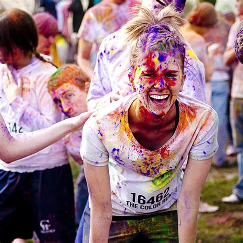 what to wear to a color run color run tips popsugar fitness