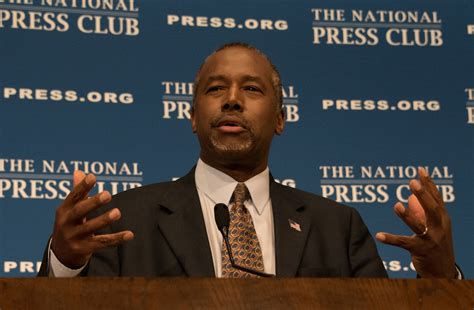 Carson Mba by Mba Stands With Ben Carson As Hud 2017 01 11