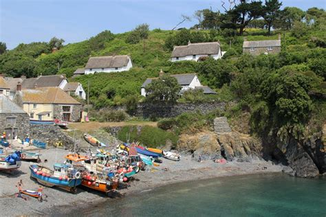 Cadgwith Cove Cottages by Cottages Overlooking Cadgwith Cove Cadgwith Beautiful