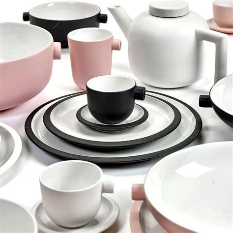 Schwarzes Geschirr Set by Geschirr Set Daily Beginnings Pink Serax Porzellan