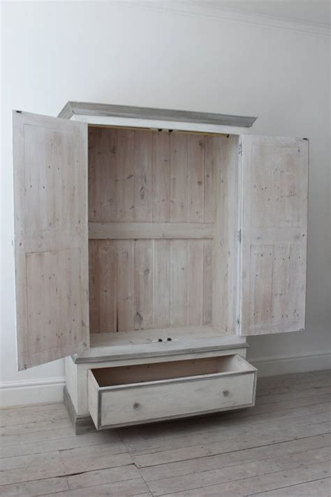 Shabby Chic Pine Wardrobe by The 25 Best Pine Wardrobe Ideas On Painting