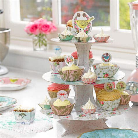 etagere cupcakes hochzeit cupcakes s 252 223 e alternative zur hochzeitstorte weddix