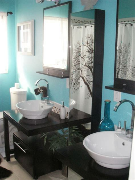 black and white bathroom accent color 33 dunkle badezimmer design ideen