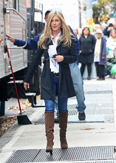 Aniston Wanderlust Wardrobe by Pictures Of Aniston On The Set Of Wanderlust In Nyc Popsugar