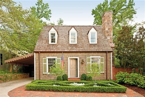 cottage with colonial williamsburg style charming home