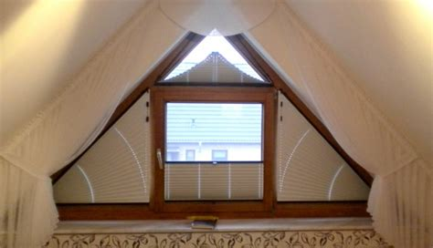 dreiecksfenster sichtschutz 1001 ideen f 252 r dachfenster gardinen und vorh 228 nge
