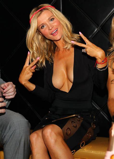 Joanna Krupa Wardrobe by Hervey Slips Nip Slip Pics Wetred Org