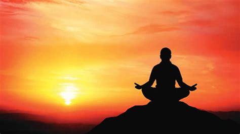 imagenes yoga meditacion 5 cl 233 s pour atteindre la pl 233 nitude le petit coach