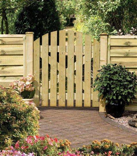 portes de jardin porte de jardin en bois id 233 es et de montage porte de jardin jardins en bois et