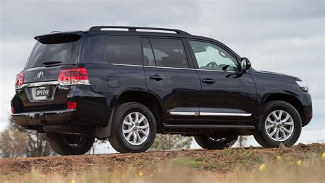 toyota land cruiser 2015 2015 toyota land cruiser 200 series revealed car news