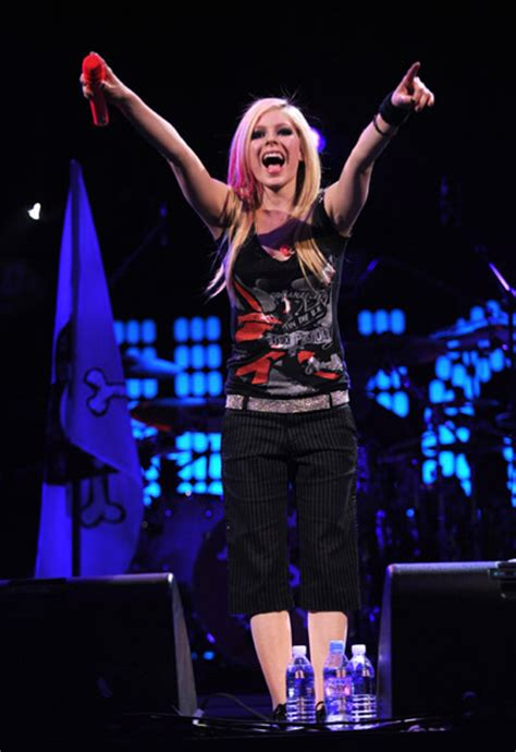 Damn Avril Lavigne Pictures From Arena by The Best Damn Thing The Free Encyclopedia Html