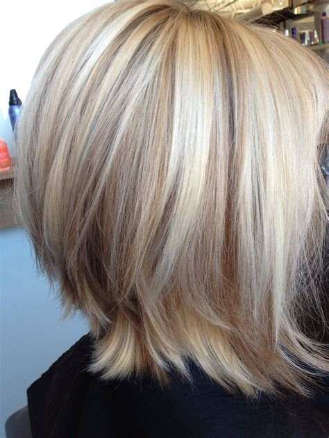 blonde hair with feathered low lights on ends balayage blond pasemka długi bob fryzury galeria