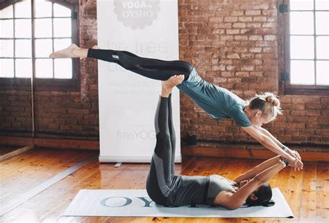 imagenes de yoga en pareja faciles partner yoga para fomentar la comunicaci 243 n y la confianza