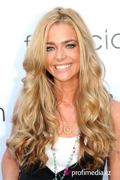 does denise richards have extentions denise richards hairstyle easyhairstyler