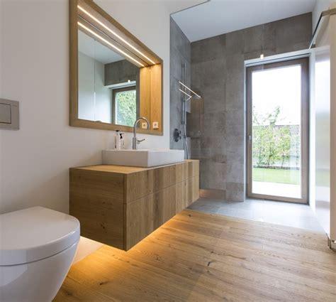 rustikale badezimmerbeleuchtung privathaus bayern boden m 246 bel und wandverkleidung aus