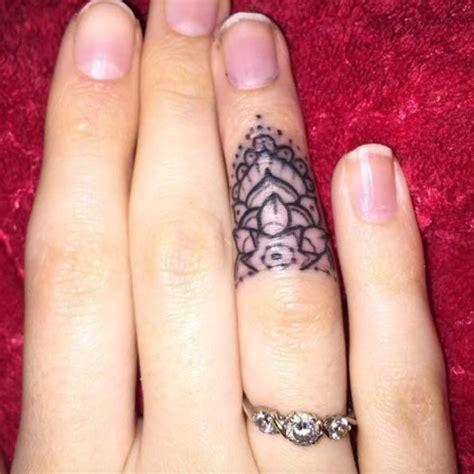 small tattoo on finger cost 160 besten hand tattoos bilder auf pinterest totenkopf