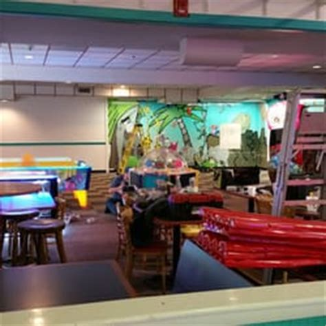 bonkers fun house bonkers fun house pizza 47 foto s 46 reviews pizza 535 lowell st peabody ma