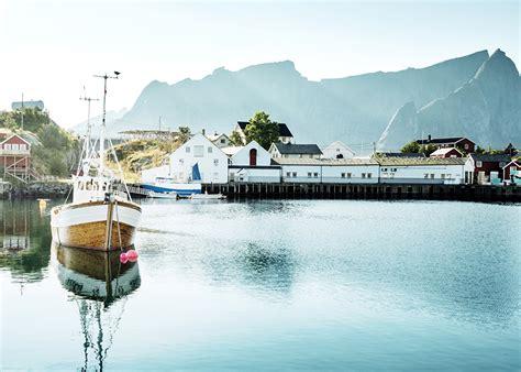 motorboot norwegen foto lofoten norwegen reine flusse motorboot