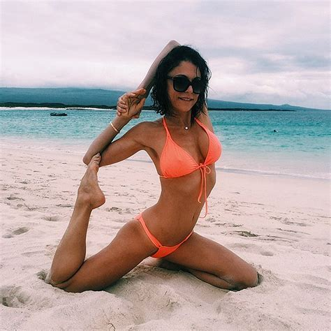 celebrity bethenny frankel bethenny frankel shares bikini yoga photos people com