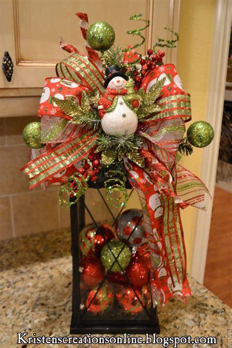 pinterest centros de mesa navidenos faroles con adornos de navidad para centros de mesa