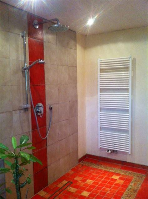 dusche ohne kabine vorteile einer dusche ohne glas der badm 246 bel