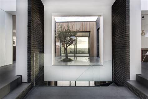red house design studio jingdezhen maison contemporaine avec toit terrasse et bardage bois