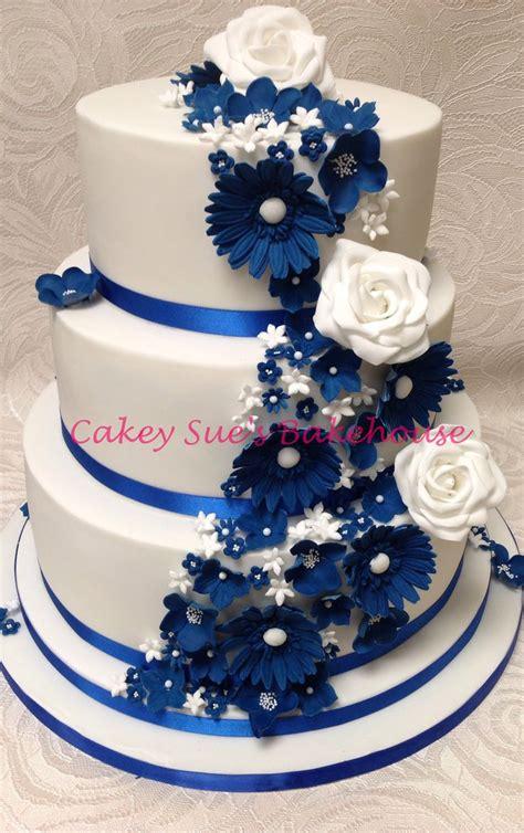 Royal blue wedding cake   Cute!   Pinterest
